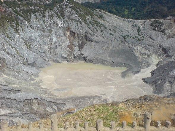 kawah gunung berapi
