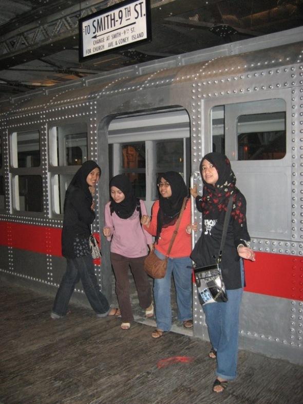 Tetiba ada train dalam Plaza Indonesia..hehe