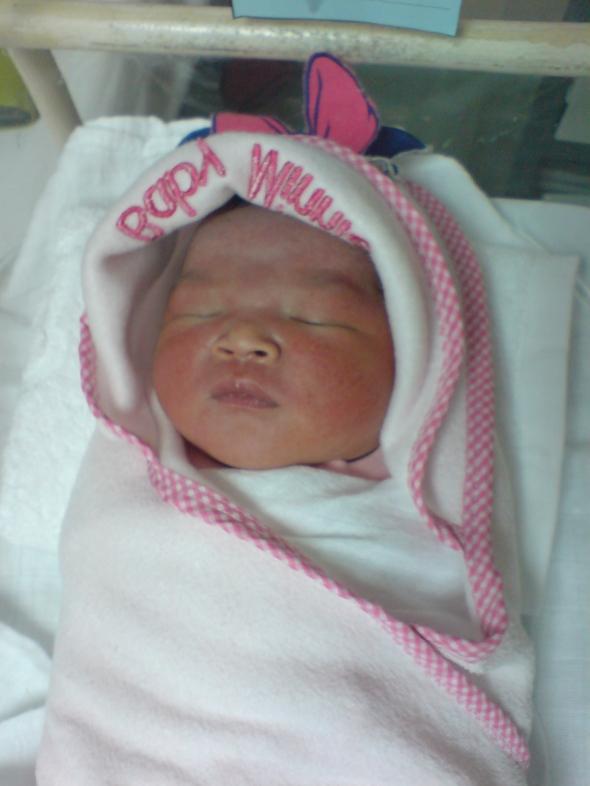 3 jam selepas dilahirkan.Dia sangat merah2 kan?