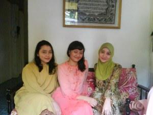 tiga gadis :)